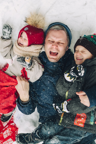 валяние в снегу